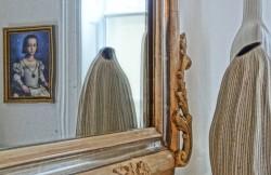 Mirror-Reflection-Bedroom-3
